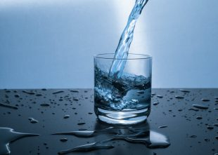 Top 4 reasons why you need to invest on a water filter system right away