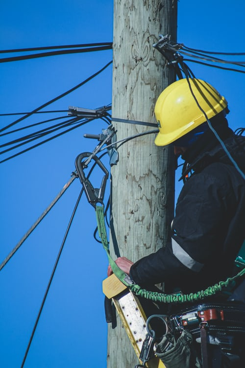 The top benefits of hiring an electrical contractor for your domestic projects